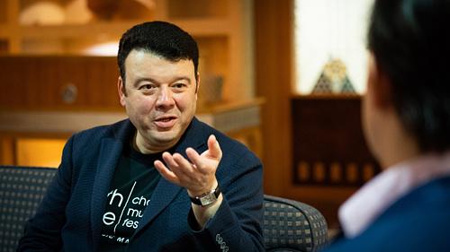 """""""Olyan ez, mint új partnerrel táncolni"""" – interjú Vadim Gluzmannal"""